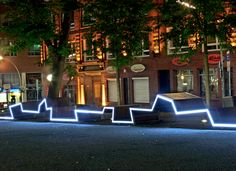 Kontor Freiraumplanung created in Hamburg a long bench that runs through the public space throughout its length while the illuminating evening.
