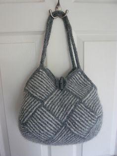Ravelry: roxyranas Stripey garter bag (free pattern)-- added to Rav queue Knitting Patterns, Crochet Patterns, Crochet Handbags, Garter Stitch, Knitted Bags, Handmade Bags, Ravelry, Straw Bag, Purses And Bags