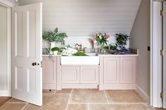 Charming English farmhouse Utility room with stone flooring, pale pink cabinetry and white panelled walls Interior Design Portfolios, Interior Design Business, Interior Design Services, Interior Design Inspiration, Room Inspiration, Farrow Ball, English Farmhouse, Modern Farmhouse, Farmhouse Decor