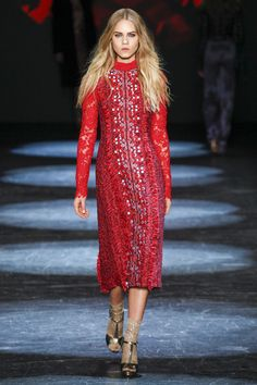 Monique Lhuillier Fall 2016 Ready-to-Wear Fashion Show  http://www.theclosetfeminist.ca/  http://www.vogue.com/fashion-shows/fall-2016-ready-to-wear/monique-lhuillier/slideshow/collection#24