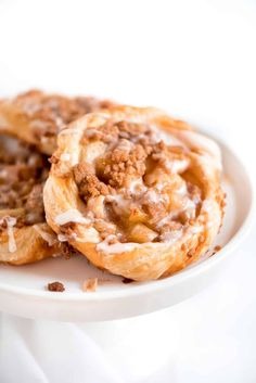 Apple Danishes with Puff Pastry. The flaky crust, apple pie filling, crumb topping, . Puff Pastry Desserts, Puff Pastry Recipes, Köstliche Desserts, Delicious Desserts, Dessert Recipes, Apple Danish Recipe Puff Pastry, Apple Desserts, Dessert Food, Elegante Desserts