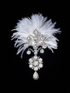 Turban aigrette of the Maharaja of Nawanagar. White gold set with diamonds, in two detachable parts with a diamond-set pendant. India, circa 1935. © The Al Thani Collection. Photo: Prudence Cuming Associates Ltd.