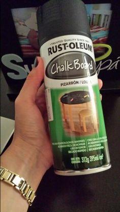 Pintura en spray para acabado negro tipo pizarrón.
