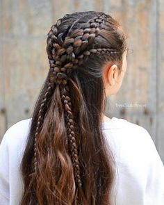 Hairstyles Step By Step Double five strand braids with lace braids as a halfup style! Have a nice Wednesday . Step By Step Double five strand braids with lace braids as a halfup style! Have a nice Wednesday . Sporty Hairstyles, Braided Hairstyles Updo, Headband Hairstyles, Cool Hairstyles, Medieval Hairstyles, Wedding Hairstyles, Fantasy Hairstyles, Hairstyles Videos, Updo Hairstyle