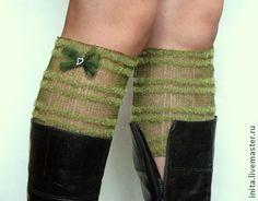 Мини гетры зеленые кружевной вязки из лняной пряжи Мини гетры кружевной вязки из лняной пряжи, 100% ручная работа. Гетри прозрачные, тонкие с небольшим украшением хорошо смотрится как аксессуар с сапогами любой длины снаружи и внутри. Желательно носить на тонкие чулки, колготки в период весна-осень. С своей простоте это очень элегантный и в то же время роскошный аксессуар.