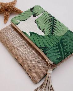 Linen iPad Mini Cover Foldover Clutch Purse by theAtlanticOcean LOVE the linen + palm print Foldover Clutch, Clutch Purse, Diy Sac Cuir, Ipad Mini, Fabric Bags, Handmade Bags, Small Bags, Bag Making, Fashion Bags