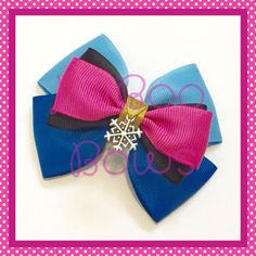 hair bows A handmade Anna inspired bow with snowflake charm - available as a crocodile clip, hairband/bobble or bag charm. The bow measures approximately more available and made to orde Disney Princess Hairstyles, Princess Hair Bows, Girl Hair Bows, Frozen Hair Bows, Disney Hair Bows, Hair Bow Tutorial, Headband Tutorial, Flower Tutorial, Ribbon Hair Bows