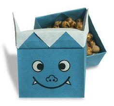 ♪鬼は外 福は内 ぱらっぱらっぱらっぱらっ 豆の音 鬼は こっそり 逃げてゆく♪ 2月3日は節分です。 豆まきに使う豆いれ(枡)や鬼・福の神も折り紙で作ってみませんか^^ 冒頭... Toy Chest, Container, Paper Crafts, Toys, Decor, Vases, Origami Halloween, Hampers, Activity Toys