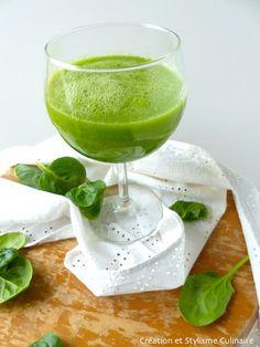 Un smoothie détox, c'est l'idéal pour une pause santé au cours d'une journée chargée. Un mélange de concombre, menthe, pomme et citron vert : le top!