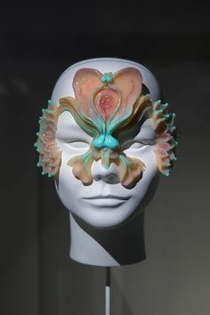 Gucci Garden pays homage to Björk in new exhibition 3d Printed Mask, Character Inspiration, Character Design, Sfx Makeup, Cosplay Makeup, Bjork, T Shirt Original, Fashion Mask, Wow Art