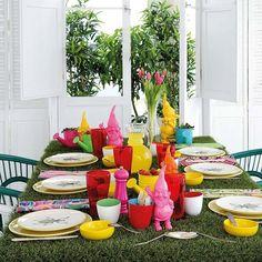 Inspírate en la decoración de exterior para organizar una reunión divertida en casa. Color y guiños algarden style garantizan el éxito.