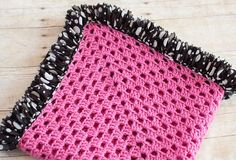 Ruffle Edged Crochet Baby Blanket …Free pattern! I am so doing this!