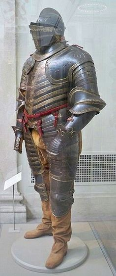 Henry Vlll's Italian-made suit of armour c.a..1544. •Metropolitan Museum of Art, New York•    👑