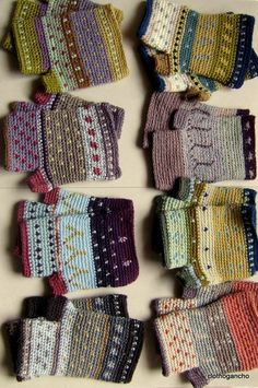 Crocheted fingerless gloves/mitts in beautiful colours ༺✿ƬⱤღ http://www.pinterest.com/teretegui/✿༻