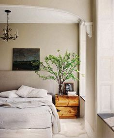 Minimalist Interior Of Keri Russell's Home Bedroom View home trends design photos, home design picture at Home Design and Home Interior Dream Bedroom, Home Bedroom, Bedroom Decor, Bedroom Rugs, Calm Bedroom, Serene Bedroom, Design Bedroom, Bedroom Neutral, Bedroom Wall