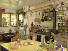 The homely English cottage kitchen English Cottage Kitchens, English Cottage Interiors, English Cottage Style, English Country Decor, English House, English Cottages, English Cottage Decorating, Cotswold Cottage Interior, Cotswold Cottages