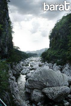 Huge boulders in Wawa Dam