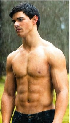 Taylor Lautner - Jacob Black in the twilight saga. Twilight Jacob, Saga Twilight, Twilight Movie, Twilight Pictures, Mtv Movie Awards, Jennifer Lawrence, Taylor Lautner Shirtless, Boys Lindos, Actrices Hollywood