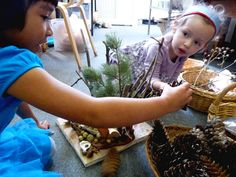 Applying Vygotsky's learning philosophy (Tools of the Mind) to building things out of natural materials ≈ ≈ Educational Theories, Emergent Curriculum, Reggio Classroom, Montessori Art, Inquiry Based Learning, Inspired Learning, Classroom Inspiration, Learning Through Play, Child Life