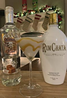 Salted Caramel Martini - The Cookin Chicks This flavorful drink combines RumChata with Caramel Vodka for a combination that will please anyone! Perfect to serve at any party, this is a dessert in a martini glass! Christmas Drinks, Holiday Drinks, Party Drinks, Cocktail Drinks, Fun Drinks, Yummy Drinks, Beverages, Mixed Drinks, Winter Cocktails
