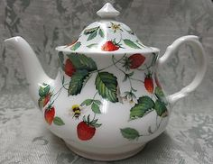 ALPINE STRAWBERRY  FINE BONE CHINA , MADE ENGLAND TEAPOT 6 CUP, 36oz ROY KIRKHAM  <3 @