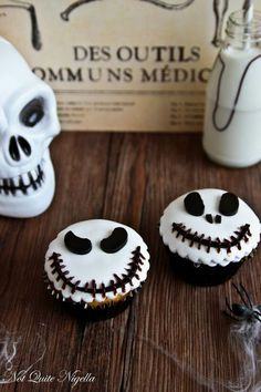 523 Best Halloween Cakes Cupcakes And Cake Pops Images On in dimensions 736 X 1204 Simple Halloween Cupcake Decorations - Halloween is an event that may be Halloween Cupcakes Decoration, Halloween Cupcakes Easy, Easy Halloween Decorations, Halloween Cookies, Halloween Treats, Halloween Party, Holloween Desserts, Happy Halloween, Halloween Costumes