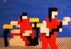 """Uma ideia tão simples, uma maravilha que ninguém havia pensado antes: Misturar Legos e rock & roll. Um trabalho maravilhoso e cheio de criatividade.   Michel Gondry realizou um videoclipe recheado de legos para a música """"Fell In Love With A Girl"""" do The White Stripes e surpreendeu com uma obra audiovisual completamente inusitada."""