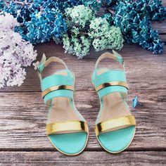 Dolabın çiçek açsın #sandalet #ayakkabi #modsimo #kombin  59.90TL http://www.modsimo.com/duz-sandalet
