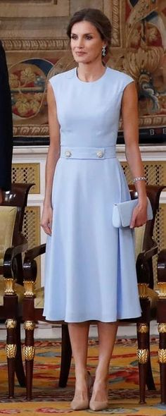 19 Jun 2019 - Queen Letizia attends Order of Civil Merit decoration ceremony Simple Dresses, Casual Dresses, Fashion Dresses, Summer Dresses, Queen Letizia, Elegant Outfit, Royal Fashion, Couture Fashion, Pretty Outfits