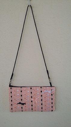 """Clutch """"lacinhos"""". Feito por Camelia Atelie, bolsa tiracolo, bolsa com alça removivel, bolsa de tecidos. Visite:  https://www.facebook.com/cameliaatelie/"""