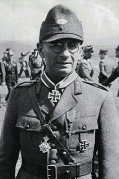 WWII - Romanian Brigadier General Edgar Rădulescu - pin by Paolo Marzioli Ww2 Pictures, Ww2 Photos, History Of Romania, The Third Reich, German Soldiers Ww2, Germany Ww2, Military Art, Military Uniforms, Harbin