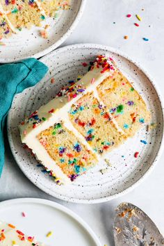 Fluffy and moist gluten-free funfetti cake. A soft vanilla layer cake filled with rainbow sprinkles with a light and tender buttery crumb slathered with homemade vanilla buttercream. Best Gluten Free Recipes, Gluten Free Baking, Gluten Free Desserts, Dessert Recipes, Homemade Cake Recipes, Homemade Vanilla, Yummy Recipes, Vanilla Buttercream, Vanilla Cake