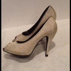 """Gianni Bini Heels Gorgeous and Gold!  Peep toe pumps.  Used once, perfect for holiday season.  4 1/2"""" heel  1/2"""" platform.  In great condition.  ❤️bundle and save!  Sorry no trades, but all reasonable offers will be considered  Gianni Bini Shoes Heels"""