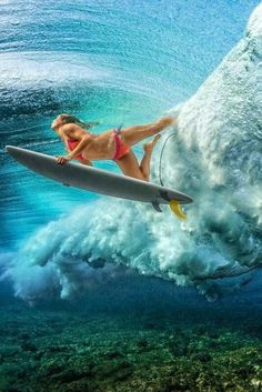 This skilled woman is demonstrating her technique for advancing in the ocean surf right through the wave in the terrific photo taken beneath the water surface. Kitesurfing, No Wave, Surf Girls, Yoga Girls, Surf Vintage, Foto Sport, Sup Surf, Surf Art, Surfs Up