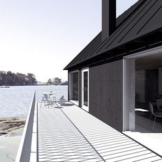 simple white windows with flashings in a black house Building Windows, Building A House, Gable House, Garden Cabins, Sun House, Modern Shed, Cap Ferret, Farmhouse Renovation, Shed Homes