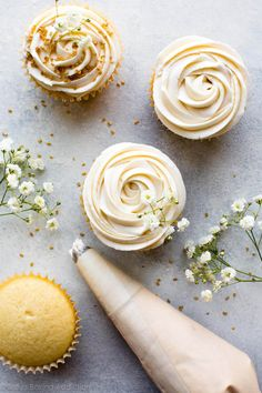 Soft and fluffy vanilla wedding cupcakes topped with champagne frosting! perfect for any wedding celebration Köstliche Desserts, Delicious Desserts, Yummy Food, Cupcake Recipes, Baking Recipes, Dessert Recipes, Cupcake Photography, Food Photography, Brownie Cupcakes