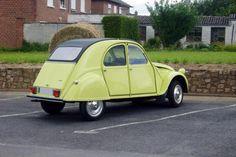 Pour ce mardi, un Citroën 2cv spécial 1976 jaune cédrat assez rare...