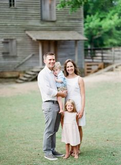 Pastel Summertime Family Portraits by Allison Mannella Photography: http://allisonmannella.com/pastel-summertime-family-portraits/