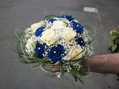 Bridal bouquet of white and blue roses. Rose Bouquet, Bouquet Blu, Wedding Planning Inspiration, Wedding Ceremony Backdrop, Blue Roses, Wedding Bouquets, Marie, Backdrops, Floral Wreath