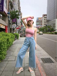 hobbit jeans vol 89 chuu Korean Street Fashion, Korea Fashion, Asian Fashion, Girl Fashion, Fashion Outfits, Cute Young Girl, Cute Girls, Best Photo Poses, Looks Jeans