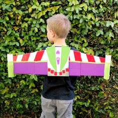 DIY  Disney Infinity-Inspired Buzz Lightyear Jetpack for the Space Ranger in your family.