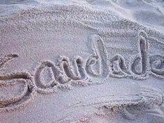 Escrita nessa areia onde estas e que nem o mar apaga....fica bem. Uma boa noite.