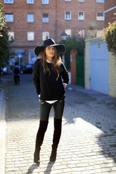 24 Stylish Winter Outfits for Any Occasion Too bad no one here gets this style....