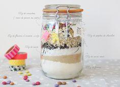 Pour fêter la fin de l'année, avec les enfants nous avons fait pour l'école et la crèche des «cookie jar» (cookie en bocal ^^) Vraiment facile à faire avec lesb…