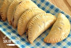 Heavenly Hand Pies Quick and easy baked hand pies. You can use store bought pie crust and canned pie filling to make them even easier. Pie Recipes, Dessert Recipes, Cooking Recipes, Fried Pies, Homemade Taco Seasoning, Cake Ingredients, Just Desserts, Sweet Tooth, Sweet Treats