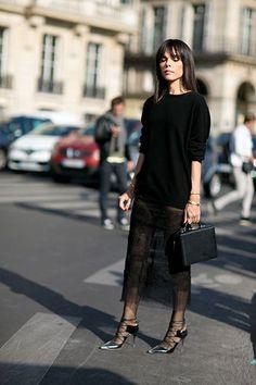 All Black: Streetstyle von der Pariser Fashion Week im Herbst 2015