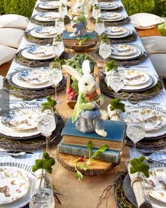 Elegant Easter tablescapes is the only way people are going to remember your Easter party. Check out best Easter Table decorations ideas and inspo here. Easter Dinner, Easter Brunch, Easter Party, Easter Table Settings, Easter Table Decorations, Easter Decor, Easter Centerpiece, Holiday Decorations, Table Centerpieces