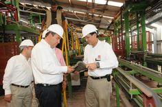 En las instalaciones del área de fabricación de Teja de la Empresa LABASA (Laminados de Barro, S.A. DE C.V.), el Gobernador Rubén Moreira Valdez puso en marcha la nueva línea de secado así como develó la placa de la ampliación de la línea de producción.