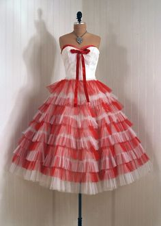 1950s Prom Dress... This is so beautiful and great for the holidays as well.