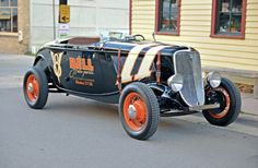 This beautiful '33 roadster belongs to Don Small of Prescott, Arizona. Don's been a hot rodder in and around Los Angeles for more than 50 years, and his ride is a replica of the cars that raced in L.A. on February 18, 1934. The Ford sports a '41 flathead and has Lincoln brakes at all four corners.